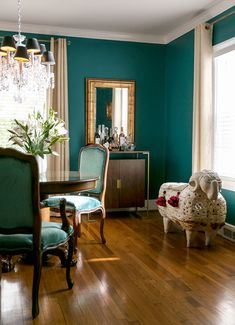 7 Beautifully Bold Blue Rooms - The Scout Guide Dining Room Teal, Gold Dining Room, Small Living Room Decor, Dining Room Colors, Interior, Teal Rooms, Teal Living Rooms, Bold Living Room, Brown Living Room