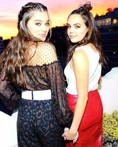 Hailee Steinfeld and Bailee Madison