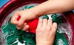 Vieze zweetlucht in je kleding die er niet uit gaat? Met deze handige truc ruiken ze weer als nieuw!