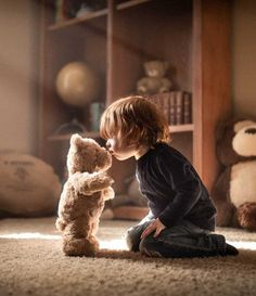 Everything in life I share⠀ Except of course my Teddy Bear⠀ A Personalised Teddy Bear is one toy you wouldn't mind letting your child keep to him/herself.⠀ With their magnetic smiles and unique Personalisation it is no wonder kids want to keep the Persona Cute Kids, Cute Babies, Baby Kids, Children Photography, Family Photography, Kind Photo, First Family Photos, Foto Baby, My Teddy Bear