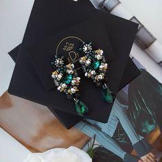 #earrings #earringfashion #fashionearrings #handmadejewelry #handmade #jewelrydesign #jewelry #jewellery #jewellerydesign #jewels #design #style #accessories #edtaccessories #fashion #fashionista #stone #stoner #swarovskicrystals #swarovski #crystal #color #green #autumn #winter