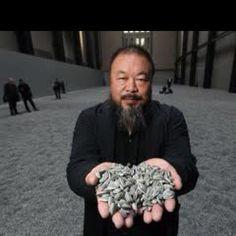 """""""In de natuur verandert alles continue. Een zaadje wordt een plant, gaat dood en de zaadjes uit die plant zorgen weer voor nieuw leven. Wij zijn als mens te bang geworden om dood of failliet te gaan. Maar het is nodig, Zonder komen we met zijn allen niet verder. Vernieuwing zorgt voor nieuwe kansen. (beeld: Het zonnebloem veld van Wei Wei.) #business #innovatie #spiritualiteit"""