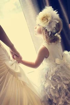 I love this little flower girl! Her headpiece looks perfect for a wedding:: Gatsby Themed Wedding Roaring 20s Wedding, Great Gatsby Wedding, 1920s Wedding, Wedding Pics, Dream Wedding, Wedding Day, Estilo Charleston, Bridesmaid Dresses, Wedding Dresses