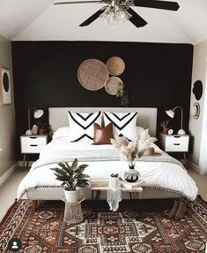 House Interior, Bedroom Decor, Apartment Decor, Home, Bedroom Inspirations, Black Walls Bedroom, Remodel Bedroom, Home Decor, Bedroom Wall