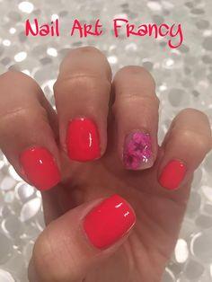 Nail art primavera con fiori secchi