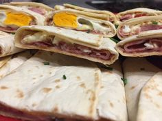 Gebackene Guten-Morgen Wraps #waskochen #snacks #wraps Snacks, Wraps, Mexican, Ethnic Recipes, Food, Aluminium Foil, Ham, Good Morning, Easy Meals