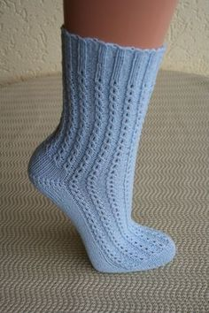 Socks knitting, coffee bean pattern The post Kaffeeböhnchen for my daughter appeared first on Woman Casual - DIY and crafts Baby Knitting Patterns, Knitting Designs, Crochet Patterns, Knitting Projects, Knitting Socks, Free Knitting, Knitted Hats, Simple Knitting, Knitting Stitches