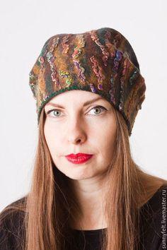 Купить или заказать Валяная шапка 'Теплая зима' в интернет-магазине на Ярмарке Мастеров. Эффектная теплая шапочка с красивым декором, сваляна из мягкой шерсти мериноса. Край изделия оформлен крючком, растягиваться не будет. Высота шапки позволяет придавать ей разную форму и высоту - можно выложить кубаночкой или подвернуть край внутрь.