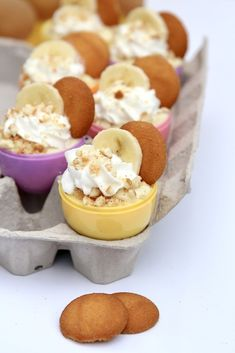 Easter Egg Banana Pudding Cups are an easy and adorable treat to celebrate Easter with! Chocolate Dipped Fruit, Chocolate Chip Ice Cream, Chocolate Chip Banana Bread, Mini Chocolate Chips, Fun Desserts, Delicious Desserts, Dessert Recipes, Easter Recipes, Baby Food Recipes