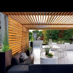 Amazing Modern Pergola Patio Ideas for Minimalist House. Many good homes of classical, modern, and minimalist designs add a modern pergola patio or canopy to beautify the home. Terrasse Design, Gazebos, Arbors, Outdoor Rooms, Outdoor Decor, Outdoor Sheds, Shade Structure, Wood Structure, Wooden Slats