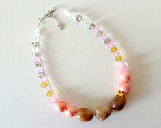 κωδικός (code) - k23 τρείς εντυπωσιακές πέτρες ενώνονται με μια χρυσαφένια κορώνα, κρύσταλλα Τσεχίας, διάφανες χάντρες και πέρλες στις αποχρώσεις του ροζ .. an-dorablelifeJWLS ---- three lovely stones, a cute crown, glass beads, czech beads and pink pearls for this amazing necklace ..  https://el-gr.facebook.com/pages/MyAndorableLife/111119679052345