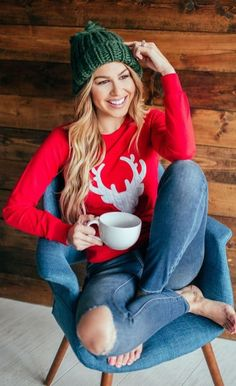 trendy winter outfit / knit hat red printed top rips