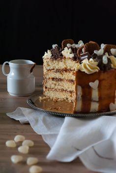 Layer cake ganache au caramel et spéculoos - Cook and Goûte Dessert Speculoos, Ganache Caramel, Cold Cake, Ricotta Cake, Savoury Cake, Cake Pans, Original Recipe, Clean Eating Snacks, Cake Decorating