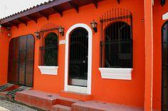 León - Santiago de los Caballeros - Rep.Dominicana Mexican Style Homes, Hacienda Style Homes, Exterior House Colors, Exterior Design, Dream Home Design, House Design, Warm Paint Colors, Patio Deck Designs, Mexico House