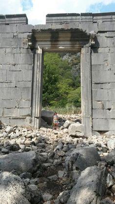 Olympos'ta saray kapısı... Photo by Sıdıka İster