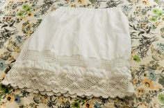 DIY Skirt from Vintage Pillowcase! Alli would love this for the summer.