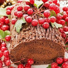 The Bûche de Noël or Yule log cake is a festive and classic holiday treat to prepare for Christmas. Sweet Recipes, Cake Recipes, Dessert Recipes, Desserts, Holiday Treats, Holiday Recipes, Christmas Recipes, Christmas Cakes, Yule Log Cake