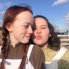 Anne with an E cast Anne e Tilly Anne Shirley, Amybeth Mcnulty, Gilbert And Anne, Anne White, Gilbert Blythe, Anne With An E, In And Out Movie, The Avengers, Cuthbert