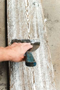 Want to get that left to the elements fell on new wood? DIY steps to get aged barnwood in no time flat! Plus an oodle of other DIY tutorials! #WoodworkingTips
