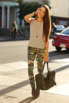 Fab top and necklace, Lulus camo pants and bag, Steve Madden booties, Daniel Wellington watch I wore this to the Now and Zen 'Fest at the Golden Gate park this past Sunday, for an edgy… Military Chic, Military Fashion, Fall Outfits, Cute Outfits, Jessica Ricks, Army Pants, Girl Fashion, Womens Fashion, Fashion Ideas