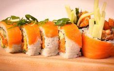 Ricardo > Qu'est-ce qu'un maki californien? Sushi Dessert, Sushi Love, Salmon Sushi, Sushi Art, Tasty, Yummy Food, Fish And Chips, Edible Art, Desert Recipes