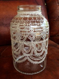 Lanterna marroquina feita por mim utilizando vidro, tinta vitral, e tinta dimensional. Reuse Recycle, Recycling, Posca, Indiana, Repurposed, Bottles, Diy, Vase, Home Decor
