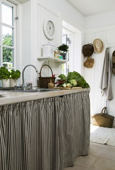 love the black and white stripes and the beadboard.