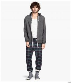 H&M Highlights Cozy & Classic Mens Loungewear + Pajamas image HM 2014 Mens Loungewear Pajamas 004 Marlon Teixeira, Pajama Outfits, Date Outfits, Classic Men, Mens Sleepwear, Men's Loungewear, Sean O'pry, Flannel Pajama Pants, Thing 1