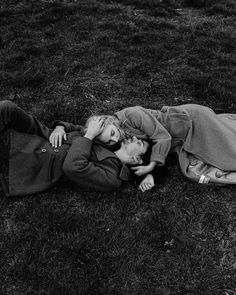 ✔ Couple Photoshoot Black And White Love Couple, Couples In Love, Romantic Couples, Vintage Couples, Vintage Love, Vintage Romance, Couple Posing, Couple Photos, Old Fashioned Love