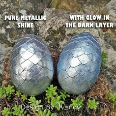 If you are wondering what is the difference in final look of pure silver and glow in the dark dragon egg, here's the answer: the glow in the dark dragon egg has slightly muted glow, compared to the shiny silver dragon egg.