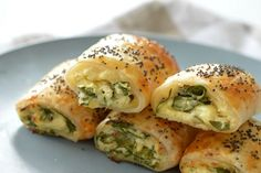 If you thought we couldn't improve on our Spinach and Ricotta Roll recipe, wait until you try these Thermomix Spinach and Cheese Rolls! These Thermomix Spinach and Cheese Rolls really are the ultimate savoury treat Pastry Recipes, Cooking Recipes, Healthy Recipes, Vegetarian Recipes Thermomix, Cooking Ham, Lunch Recipes, Cheese Rolling, Spinach And Cheese, Spinach Ricotta