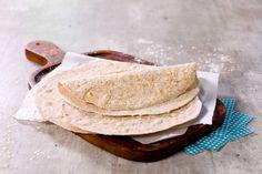 Lag gjerne tortillalefsene selv. Disse grove variantene er godt egnet til fredagstacoen, wraps eller tilbehør til middagsretter. Grove tortillalefser er også et supert alternativ til brød i matpakken!