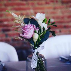 Bouquet pour centre de table ou vin d'honneur. Mariage de Fanny et Christian 👰😻 Lily et Confettis 🌵