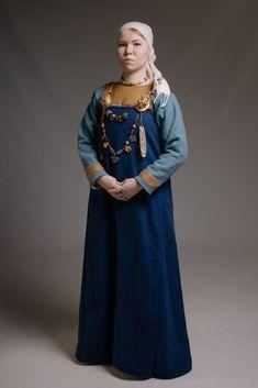 Autor fotky: Elvira Zacharovová Viking Garb, Viking Reenactment, Viking Dress, Viking Costume, Viking Life, Viking Woman, Historical Costume, Historical Clothing, Historical Photos