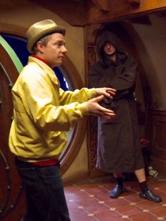 A beardless Richard/Thorin in full length wearing hoodie and crocs in Bag End <<< What even?!
