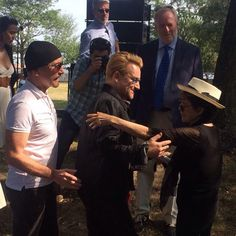 #Bono and #TheEdge meet #YokoOno at unveiling of tapestry to honour John Lennon at Ellis Island, NYC #Amnesty #U2 via #Twitter (@SiCarswell)