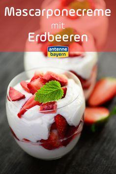 Rezept für eine Mascarponecreme mit Erdbeeren. So lecker und so schnell gemacht. Ihr braucht nur: 250 g Erdbeeren  2 Eiweiße  30 g Zucker  250 g Mascarpone  Holt euch schnell das Rezept und genießt! #erdbeeren #erdbeerrezept #mascarpone #rezept Food Blogs, Strawberry, Fruit, Breakfast, Sugar, Dessert Ideas, Morning Coffee, Strawberry Fruit, Strawberries