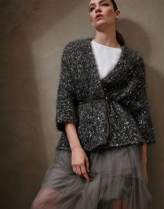 Stylish cardigans and lightweight sweaters for women in colorful cotton yarn, linen and silk. Discover Brunello Cucinelli collection on the online boutique. Knitwear Fashion, Knit Fashion, Fashion Looks, Womens Fashion, Holiday Outfits Women, Mode Chic, Lookbook, Brunello Cucinelli, Knitting Designs