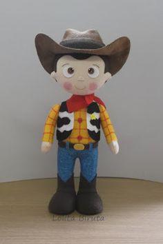 Boneco Toy Story Woody em feltro para decoração de festa Cumple Toy Story, Festa Toy Story, Felt Animal Patterns, Stuffed Animal Patterns, Felt Diy, Felt Crafts, Toy Story Crafts, Toy Story Baby, Disney Plush