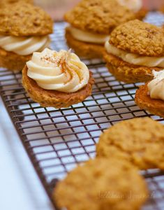 Pumpkin Spice Oatmeal Cookie Sandwiches with Maple Cream Cheese Filling - Jellibean Journals