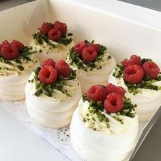 Food Discover Nadire Atas on Pavlova Desserts Mini Desserts Strawberry Desserts Just Desserts Delicious Desserts Blueberry Desserts Food Cakes Bolo Pavlova Mini Pavlova Mini Cakes