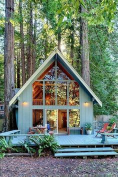 What is the Tiny House Movement? Best Tiny House Rentals, 2020 - - What is the tiny house movement? Learn about tiny house living and check out the best tiny house rentals for Living big in a tiny house ain't bad! Future House, Chalet Design, Chalet Style, Haus Am See, Magical Home, Cabin In The Woods, Cabin On The Lake, Cabin With Loft, A Frame House