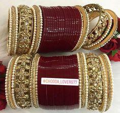 Enjoy a great wedding on a tight budget. Antique Jewellery Designs, Indian Jewellery Design, Jewelry Design, Bridal Bangles, Wedding Jewelry, Wedding Chura, Bridal Chuda, Bridal Heels, Bangle Set