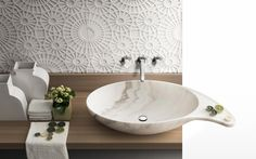 Merletto Marble Tiles 60 x 60 - A wise succession of circular motives skillfully woven into the marble