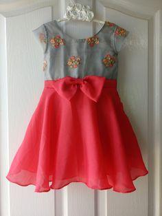 Baby Frock Pattern, Baby Girl Dress Patterns, Baby Dress Design, Frock Patterns, Kids Dress Wear, Kids Gown, Kids Wear, Frocks For Girls, Little Girl Dresses