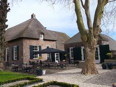 Bij restaurant De Handschoen in Zwolle zijn verschillende ruimtes beschikbaar voor afscheidsbijeenkomsten. In combinatie met een koffietafel, Lunch of borrel.