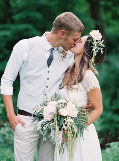 What a kiss! http://www.stylemepretty.com/2015/04/15/rustic-sweet-pennsylvania-wedding/ | Photography: Jeremiah & Rachel http://jeremiahandrachel.com/