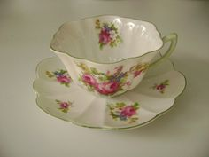 Shelley flowers teacup and saucer, Shelley dainty fine bone china, Shelley cup and saucer, Shelley scalloped edged flowered cup and saucer