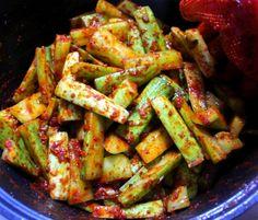 새내기 주부님들도 쉽게 남편에게 칭찬받는 오이 김치 만드는방법 Kung Pao Chicken, Green Beans, Salad, Vegetables, Ethnic Recipes, Food, Essen, Salads, Vegetable Recipes