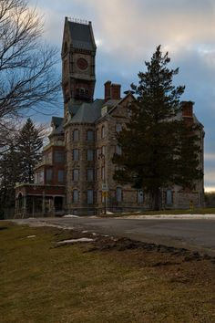 The Worcester Clocktower was the administrative pavilion for the new Kirkbride complex; elegantly appointed in the High Victorian Gothic style of the entire campus, it is one of only two portions that still remain, and is now slated for demolition. Abandoned Asylums, Abandoned Buildings, Abandoned Places, Worcester State, Worcester Massachusetts, Kingston, Insane Asylum, Abandoned Hospital, Mystery Of History